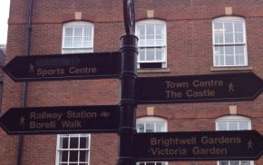 Black metal fingerpost, signs to town centre locations. © Farnham Town Council