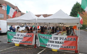 Red, green and white, Italia in Piazza banners on side of market stalls.