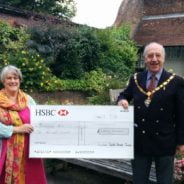 The Mayor of Farnham, Cllr John Ward presents a cheque to Jo Aylwin.