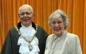 A photo of the new Mayor of Farnham, Councillor Alan Earwaker alongside retiring mayor Councillor Pat Evans